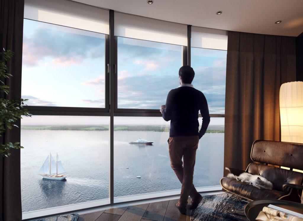 Мужчина смотрит из окна на Волгу